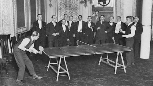 Imágen de los comienzos del juego del tenis de mesa