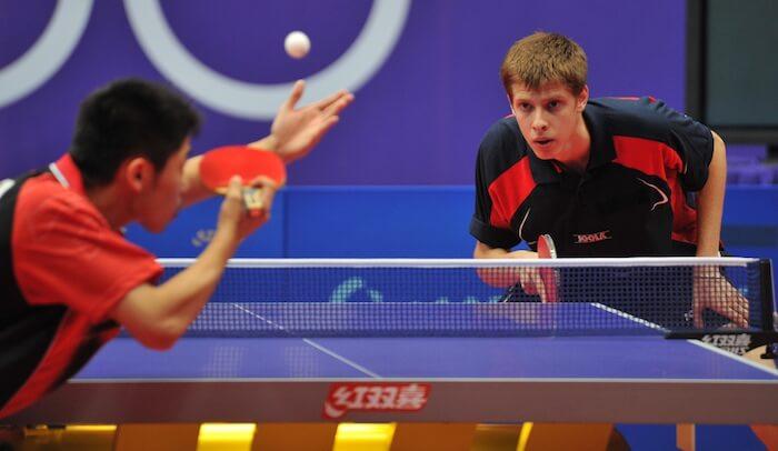 servicio en partido de ping pong