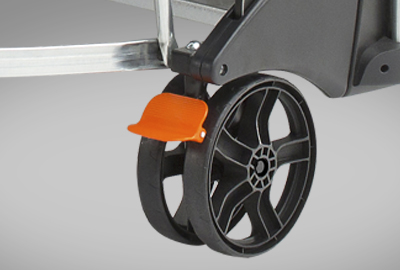 CORNILLEAU Sport 300 S Crossover detalle de las ruedas y freno