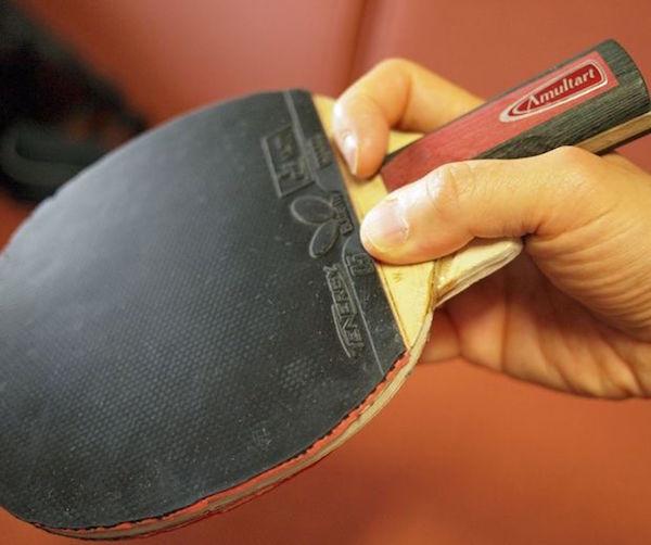 Tipos de empuñaduras en el tenis de mesa